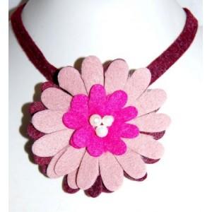 Collier feutrine fleur rose bordeaux