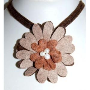 Collier feutrine fleur marron taupe