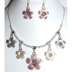 Parure émail, collier avec pendentifs fleurs et boucles d'oreilles assortiesargent taupe fleurs