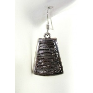 Boucles métal argenté strié, forme trapèze