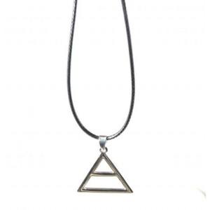 Collier acier homme pendentif triangle