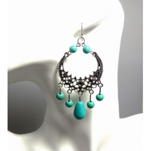 Boucle en métal argenté avec des pierres semi-précieuses couleur turquoise