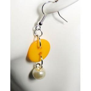 Boucles perle nacrée avec bouton jaune
