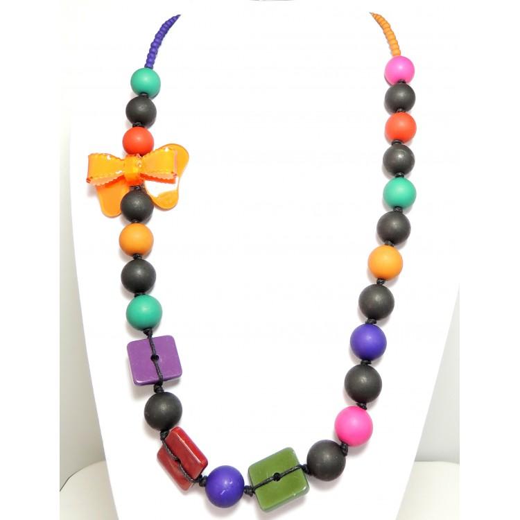 collier perles de couleurs et n ud en r sine orange. Black Bedroom Furniture Sets. Home Design Ideas