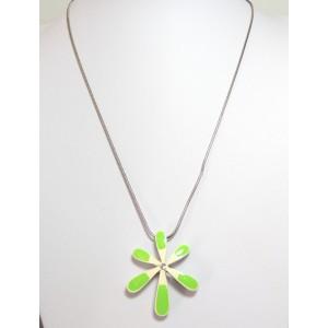 Collier metal laqué vert et blanc, pendentif en volume orné d'un strass blanc
