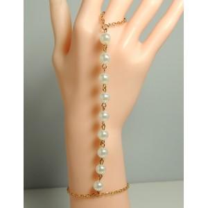 Bijou perles et chaîne métal doré pour main, bracelet relié au doigt par une chaîne