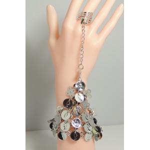 Bijou métal argenté pour main, bracelet rigide orné de sequins pendants, bague ajustable