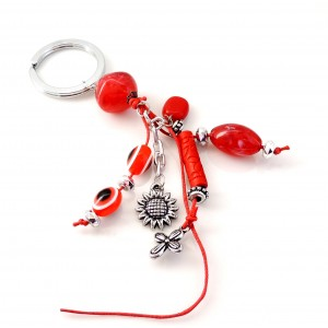 Porte-clés d'inspiration grecque avec pierres en résine rouge et breloques