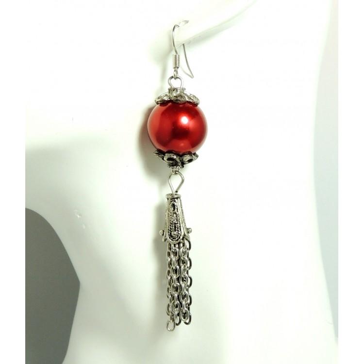 boucles d 39 oreilles pendantes avec une grosse perle rouge nacr e et cha nettes m tal 2 tons. Black Bedroom Furniture Sets. Home Design Ideas