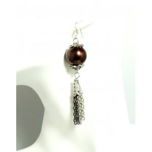 Boucles d'oreilles avec une grosse perle rouge nacrée et chaînes argentées 2 tons