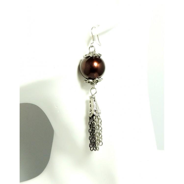 boucles d 39 oreilles pendantes avec une grosse perle marron nacr e et cha nettes m tal 2 tons. Black Bedroom Furniture Sets. Home Design Ideas