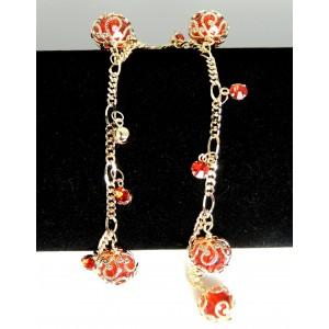 Chaîne de cheville en plaqué or ornée de perles rouges et strass rouges