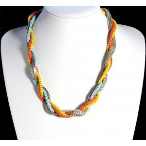 Collier avec 5 chaînes entrelacées de couleur métal argenté, jaune, orange et bleu