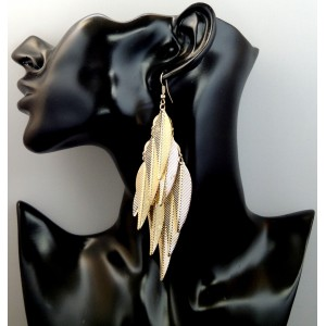 Boucles d'oreilles en métal doré avec de longues feuilles nervurées pendantes