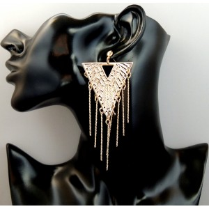 Boucles en métal doré longues, une partie fixe en forme de triangle et une partie mobile avec de fines tiges pendantes