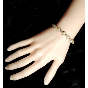 Bracelet en plaqué or orné de demies perles nacrées serties