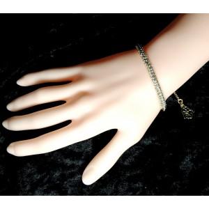 Bracelet en plaqué or semi rigide orné d'une multitude de strass
