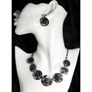 Parure en métal martelé argenté et noir, colliers et boucles d'oreilles