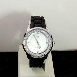 Montre femme avec bracelet en silicone noir, cadran blanc orné de strass