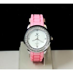 Montre femme avec bracelet en silicone rose, cadran blanc orné de strass