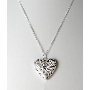 Collier en argent 925, le pendentif ciselé en forme de cœur s'ouvre