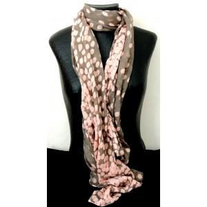 453852af2993 Foulard avec impression de pois roses sur fond de couleur taupe