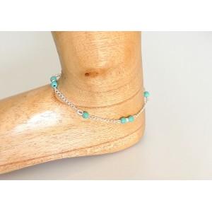 Chaîne de cheville en métal argenté ornée de petites perles de couleur turquoise