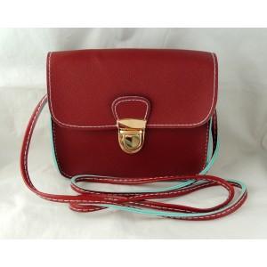 Mini sac à main rouge avec doublure verte et bandoulière réglable