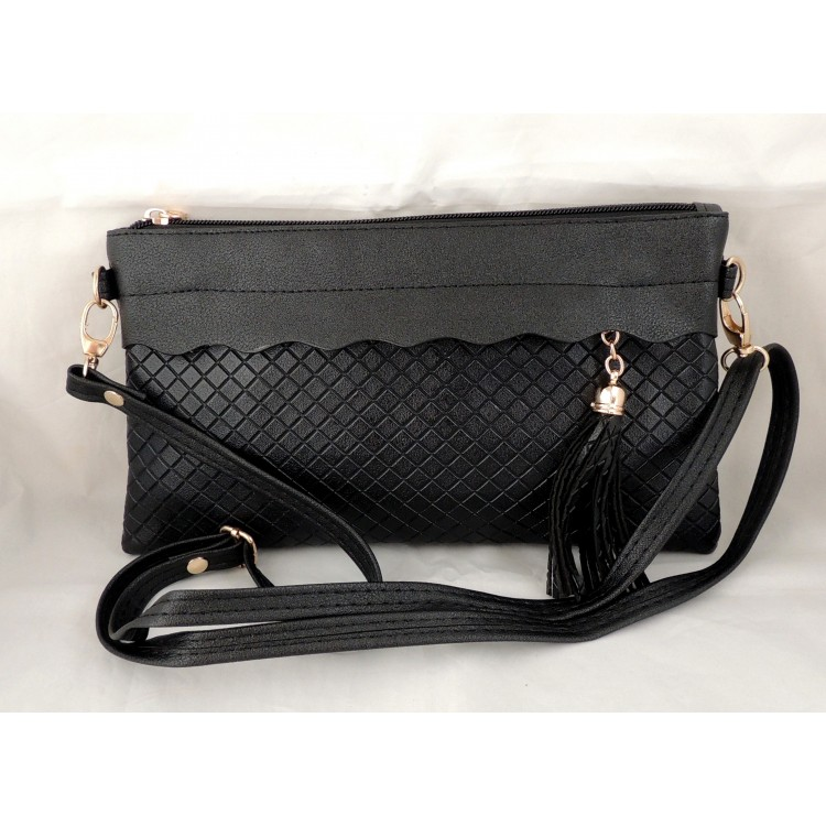 b9fadd4e38083 Petit sac à main en cuir synthétique noir , bandoulière et dragonne
