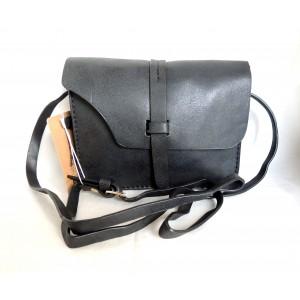 Petit sac chic en cuir noir et bandoulière réglable