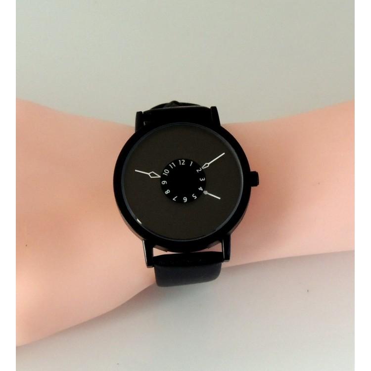 montre femme design ronde avec cadran noir aiguilles blanches et bracelet en cuir noir v ritable. Black Bedroom Furniture Sets. Home Design Ideas