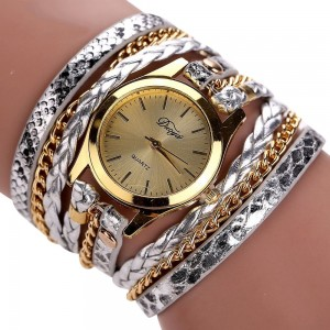 Montre mutirangs cuir et chaîne, couleur dominante argent