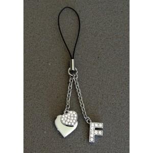 Bijou de sac en métal argenté personnalisé avec l'initiale F et des petits cœurs
