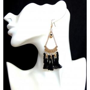 Boucles d'oreilles en métal dorées avec perles et pompons noirs