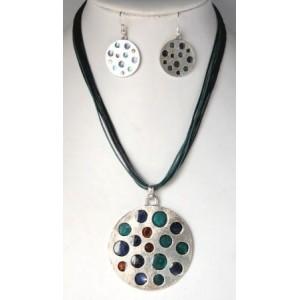 Parure émail, collier avec pendentif médaillon argent et émain, boucles d'oreilles assorties