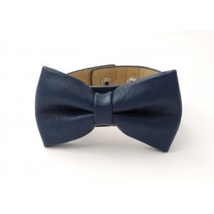 Bracelet en cuir bleu avec un nœud papillon sur le dessus