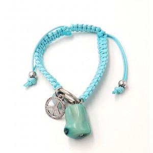 Bracelet en cordons cirés bleus façon shamballa avec pierre bleue et logo métal peace and love