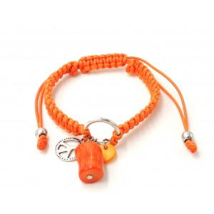 Bracelet en cordons cirés orange façon shamballa avec pierre orange et logo métal peace and love