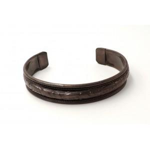 Bracelet rigide en métal brun cuivré sculpté