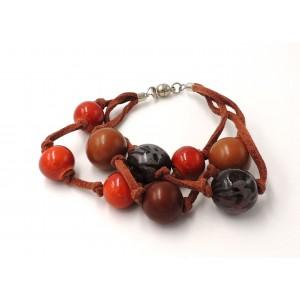 Bracelet en cuir et perles de couleur marron et rouille