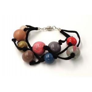 Bracelet en cuir noir et perles de différentes couleurs