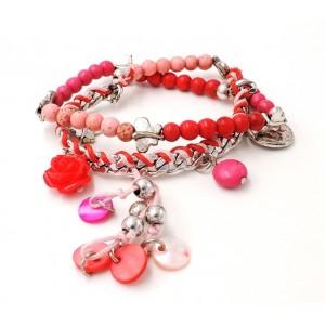 Bracelet en métal argenté, cordons rouges et roses, perles et breloques