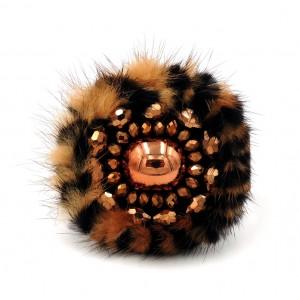 Bracelet en cuir marron, disque de fourrure tigrée et perles cuivrées