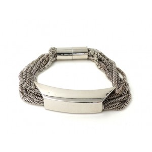 Bracelet avec des maillons en métal fin argenté qui coulissent dans une plaque argentée
