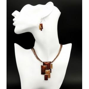 Parure collier et boucles en émail dans des tons de marron, orange et beige
