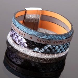 Bracelet fashion style multirangs avec texte, résille déco reptile et strass