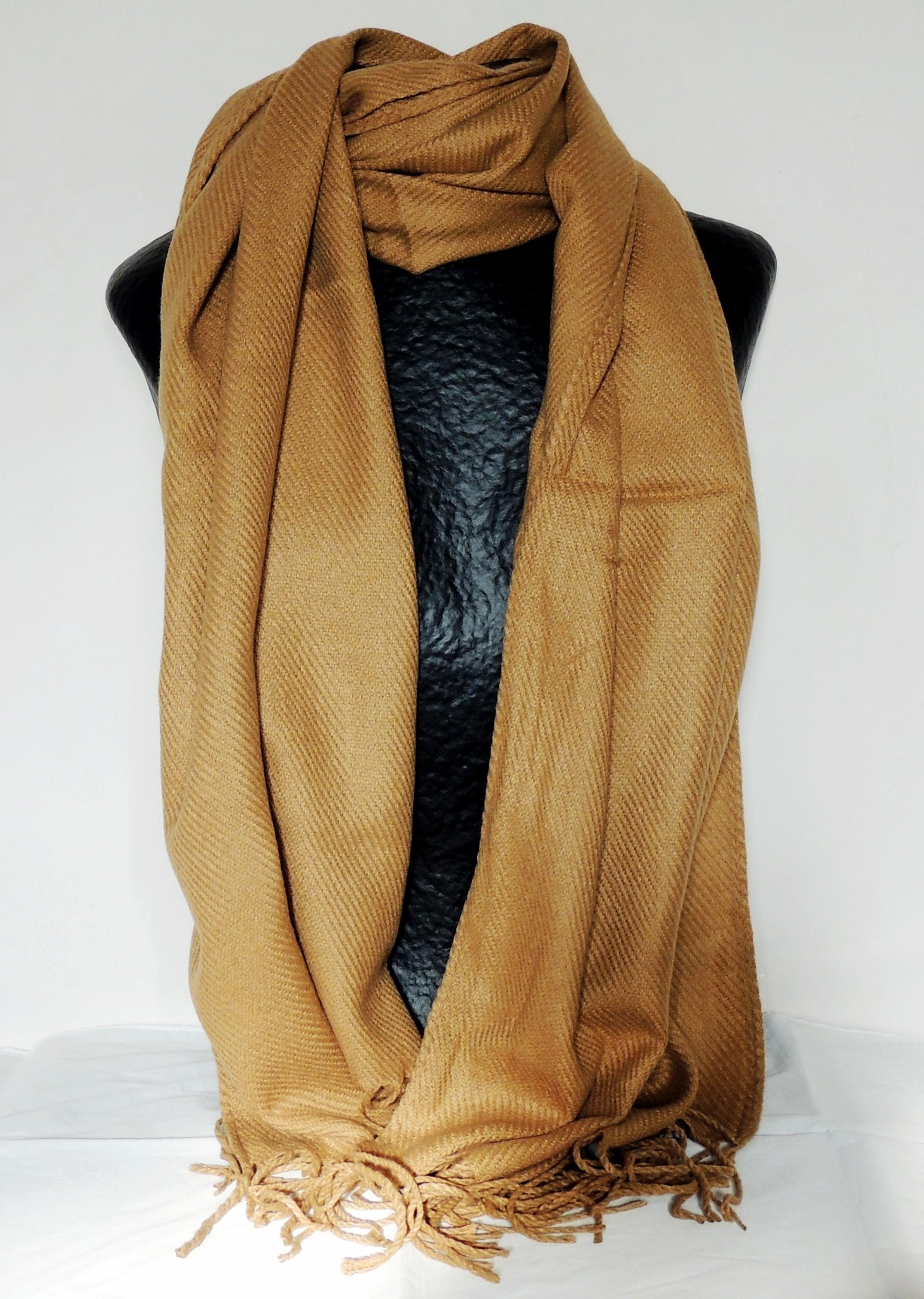 417b89aa970 Echarpe large couleur camel de qualité premium toute douce avec des franges