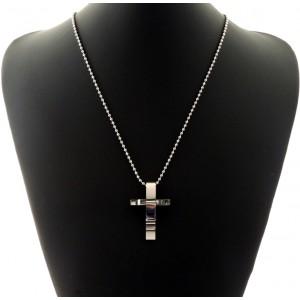Collier en acier inoxydable avec un pendentif très design en forme de croix