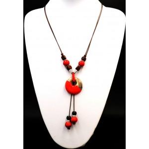 Collier en céramique rouge et beige et perles marron en bois