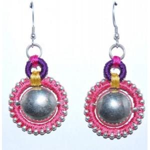 Boucles métal argenté, fils de soie de couleur rose